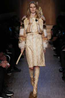 Julia Nobis - Givenchy Fall 2016 Ready-to-Wear