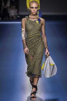 Adwoa Aboah - Versace Fall 2017 Ready-to-Wear