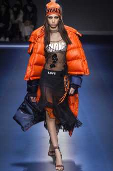 Yasmin Wijnaldum - Versace Fall 2017 Ready-to-Wear