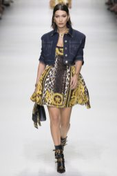 Bella Hadid - Versace Spring 2018 Ready-to-Wear