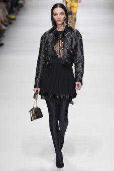 Mariacarla Boscono - Versace Spring 2018 Ready-to-Wear