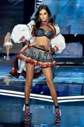 Gizele Oliveira - Victoria's Secret Fashion Show