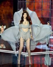 Sui He - Victoria's Secret Fashion Show