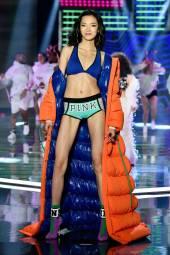 Xiao Wen - Victoria's Secret Fashion Show