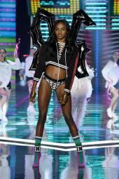 Zuri Tibby - Victoria's Secret Fashion Show