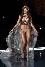 Taylor Hill - Victoria's Secret Fashion Show