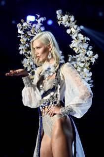 Karlie Kloss - Victoria's Secret Fashion Show