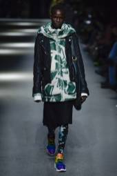 Shanelle Nyasiase - Burberry Spring 2018 Ready-to-Wear