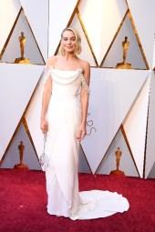 Margot Robbie - Elbise: Chanel Haute Couture, Ayakkabı: Roger Vivier