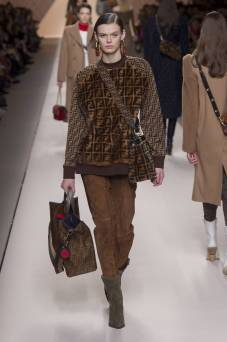 Cara Taylor - Fendi Fall 2018 Ready-to-Wear