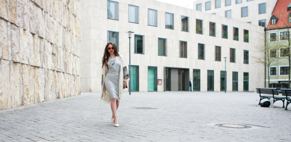 moda-style-telling-That-Brand-You-Should-Be-Making-a-Statement-With-featured-image-midi-dress-curvy