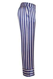 Lateral del pantalón a rayas de satén, en tonos azul, beis, nude.