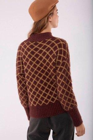 Jersey rombos visto por la espalda, de Meisïe, en tonos vino y camel.