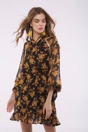 Vestido de gasa con estampado floral en color canela.