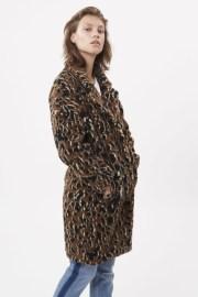 Abrigo de pelo sintético en animal print, tan de moda esta temporada. Marca Minimum