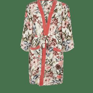 Kimono Roka, largo de bonito estampado floral sobre fondo blanco.