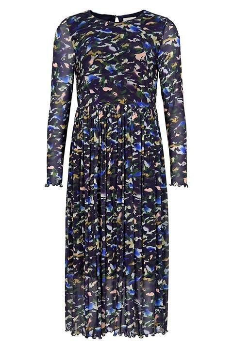 Nümph. Vestido largo estampado con fondo azul y manchas de colores.