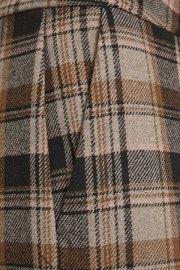Detalle del cuadro y bolsillo del pantalón Indie de Soaked in Luxury.