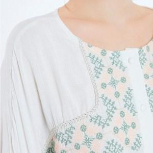 Meisïe. Detalle del bordado de la blusa B24