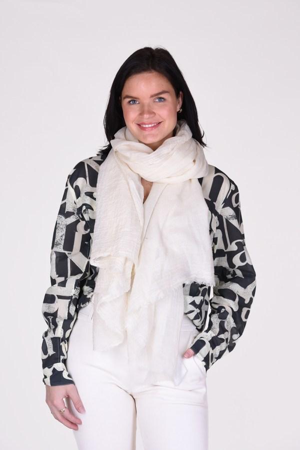 Bianca van Leur shawl wol creme