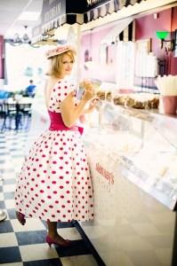 vintage-ice-cream-parlor-635256_640