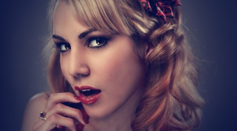 Frau Blond Augenbrauen