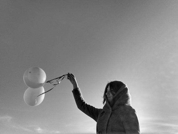 Minimalismus Lufballons Frau
