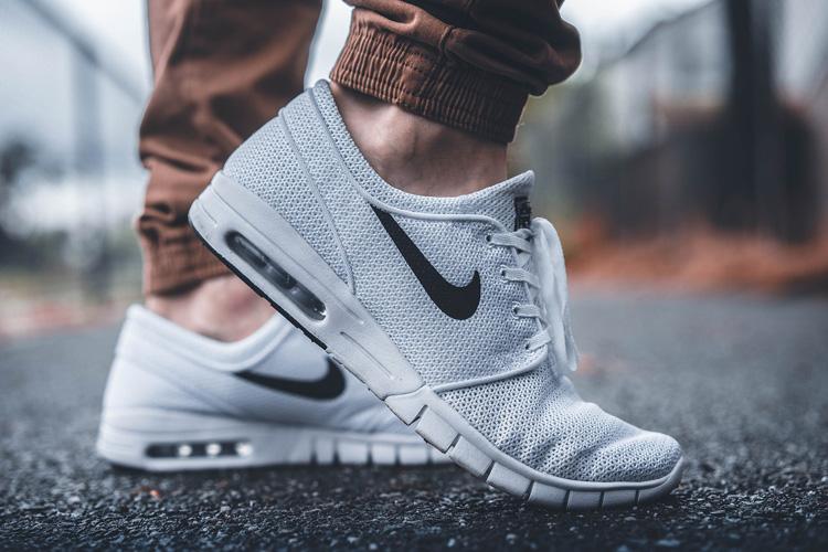 Sneaker Weiß Nike Hose