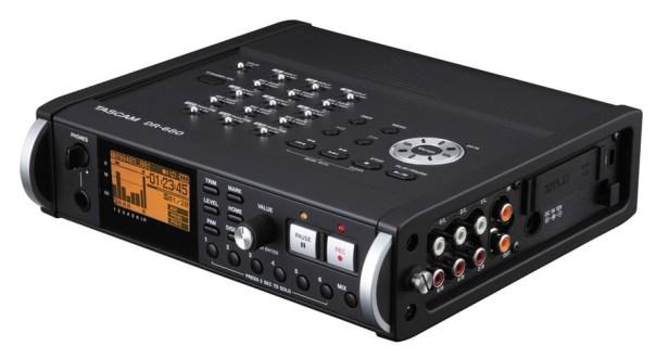 Recorder cyfrowy Tascam df-680. Tego typu urządzenia mogą być odbiorcami przechwyconego sygnału przez scanner cyfrowy.