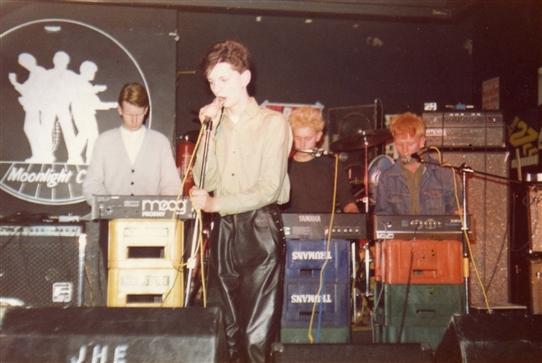 Od kasety do singla - trochę inna wersja odkrycia depeche MODE