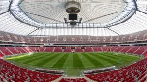 Stadion Narodowy - rozłożony dach.
