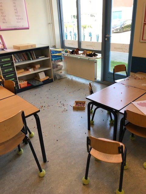 Dinsdag: Oeps de kraaltjes zijn door de klas gegaan. Welke kleuterjuf herkent dit?