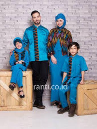 Desain baju batik Sarimbit keluarga untuk Pesta pernikahan Modern