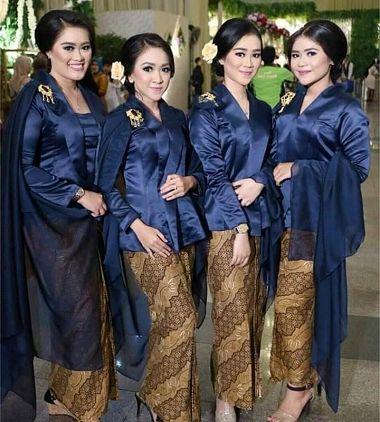 Desain Baju Keluarga Pengantin Melayu Malaysia Modern