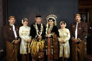 Model Baju Kebaya Seragam Keluarga Pengantin Kristen Modern