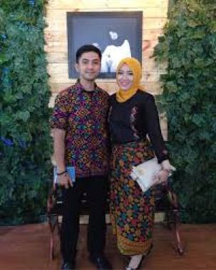 Model Busana Batik Couple Keluarga Modern Terbaru