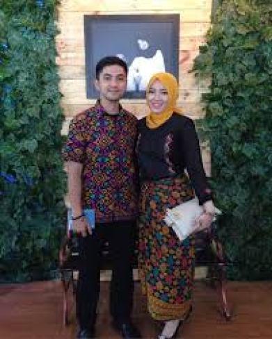 Model Baju Couple Resmi Untuk Pesta Modern Terbaru