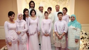 Model Baju Kebaya Batik Seragam Keluarga Untuk Pernikahan Terbaru