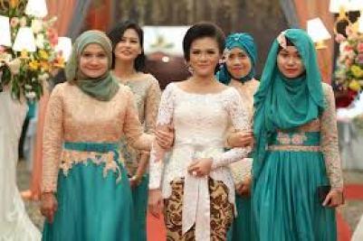 Model Baju Kebaya Seragam Keluarga Buat Pernikahan Terbaru