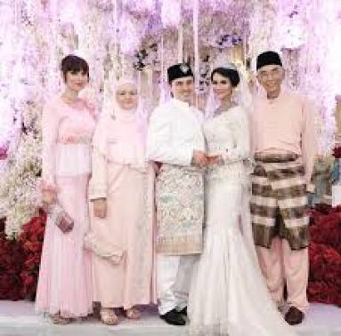 Model Baju Keluarga Perkahwinan Malaysia Terbaru