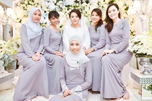 Pakaian Seragam Keluarga Pesta Perkawinan