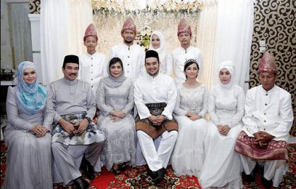 Model Baju Seragam Pernikahan Modern Terbaru