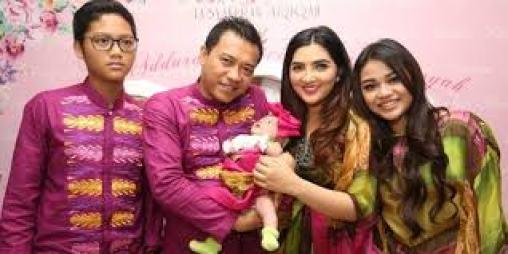 Baju Keluarga Anang Ashanty untuk Lebaran