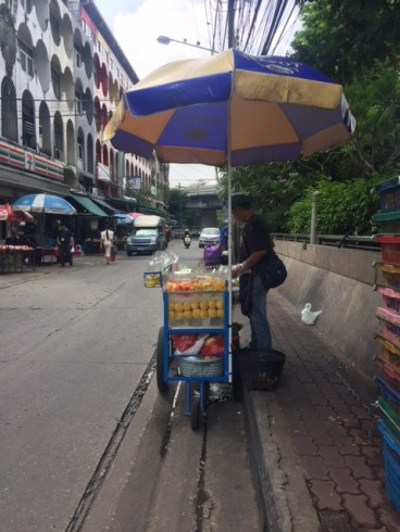 The fruit vendors found ALL over thailand!