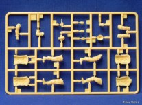 Sprue B with the two figures.