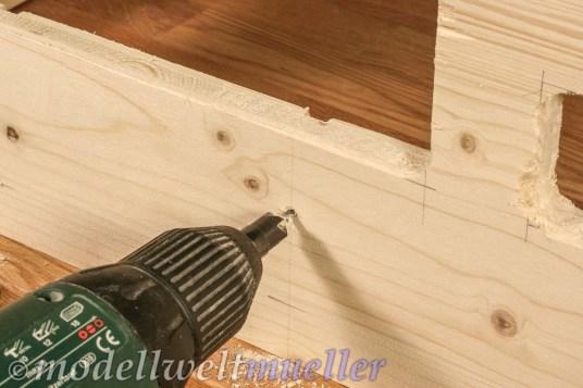 Damit das Holz nicht reißt sollte stets vorgebohrt werden.