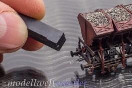 Mit einem Magneten lässt sich der Bügel berührungslos bewegen