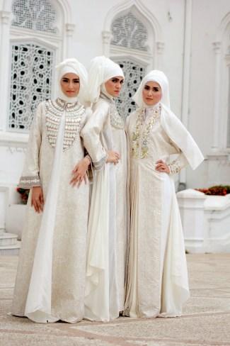 Baju Gamis Brokat dengan Warna Sederhana