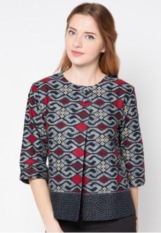 Model Baju Batik Atasan untuk Wanita Bermotif Modern
