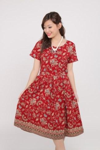 Tampil Modis Saat Pesta dengan Dress Batik Motif Tradisional dan Desain Modern